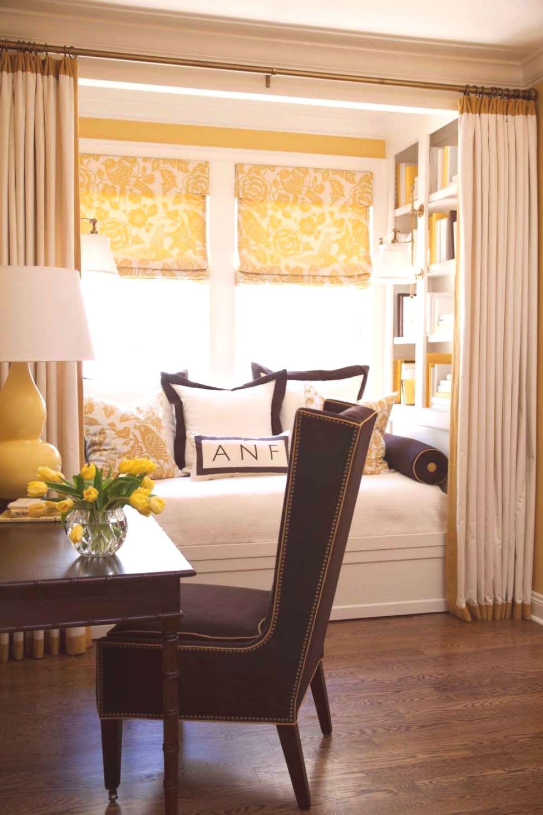 30 Incredibly cozy built-in reading nooks designed for lounging, 30 Incredibly cozy built-in readi