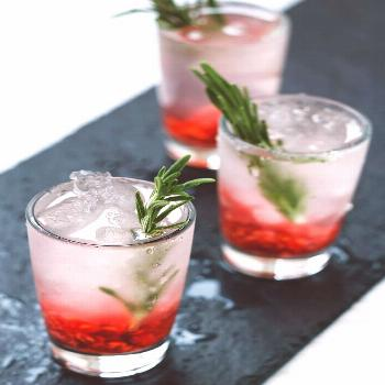 12 Mocktails Worthy of Your New Year's Eve Party 12 Best New Year's Eve Mocktails - Non-Alcoholic D