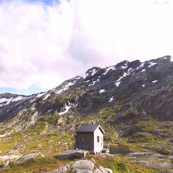 Anatspent ten days alone in this cabin (at 1100m altitude) inSkjåk, Norway -