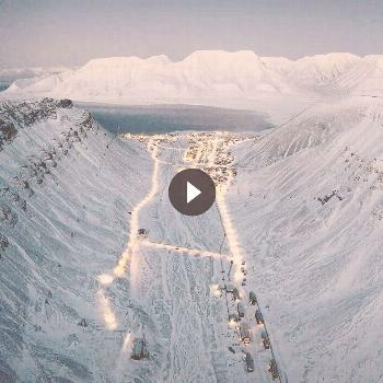 Svalbard in Norway ???? Share your photos with us and we will post them in our account. Apply for a