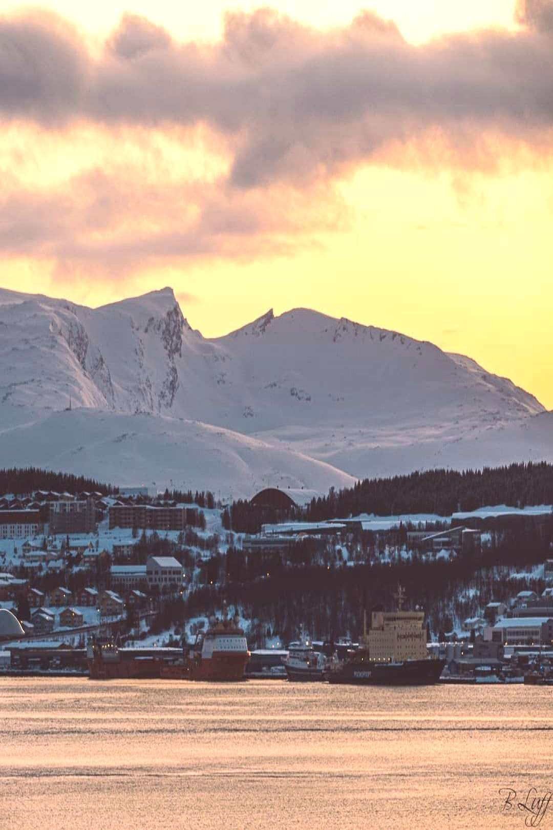 And yet another sunset in beautiful Tromsø! The background is another island called Kvaløya (quotWal